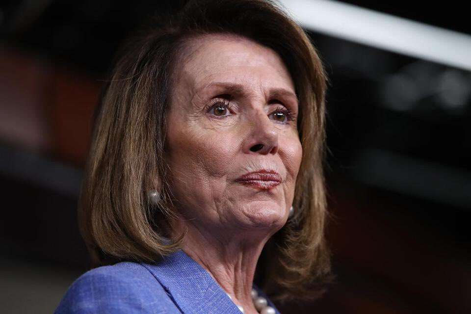 BREAKING: Speaker Nancy Pelosi is calling on the President to delay the State of the Union until the government is reopened.   RETWEET if you agree with Speaker Pelosi that Trump should not be able to give the State of the Union until he opens the government!  #WednesdayWisdom <br>http://pic.twitter.com/U82mprQCA5