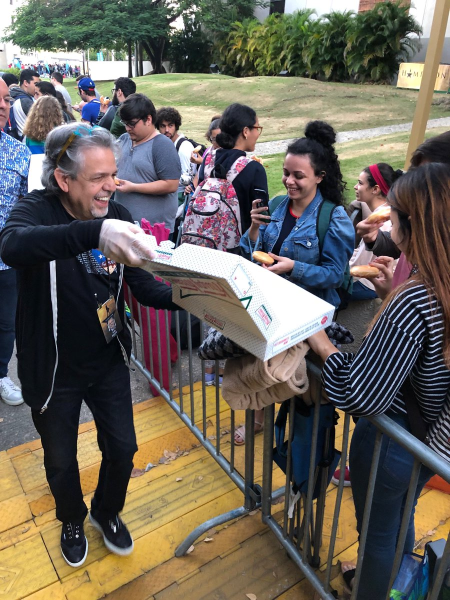 Early in the morning I had the honor to offer @krispykreme donuts to hundreds of students who camped @CBASanturce for $10 tickets 4 today's matinee.