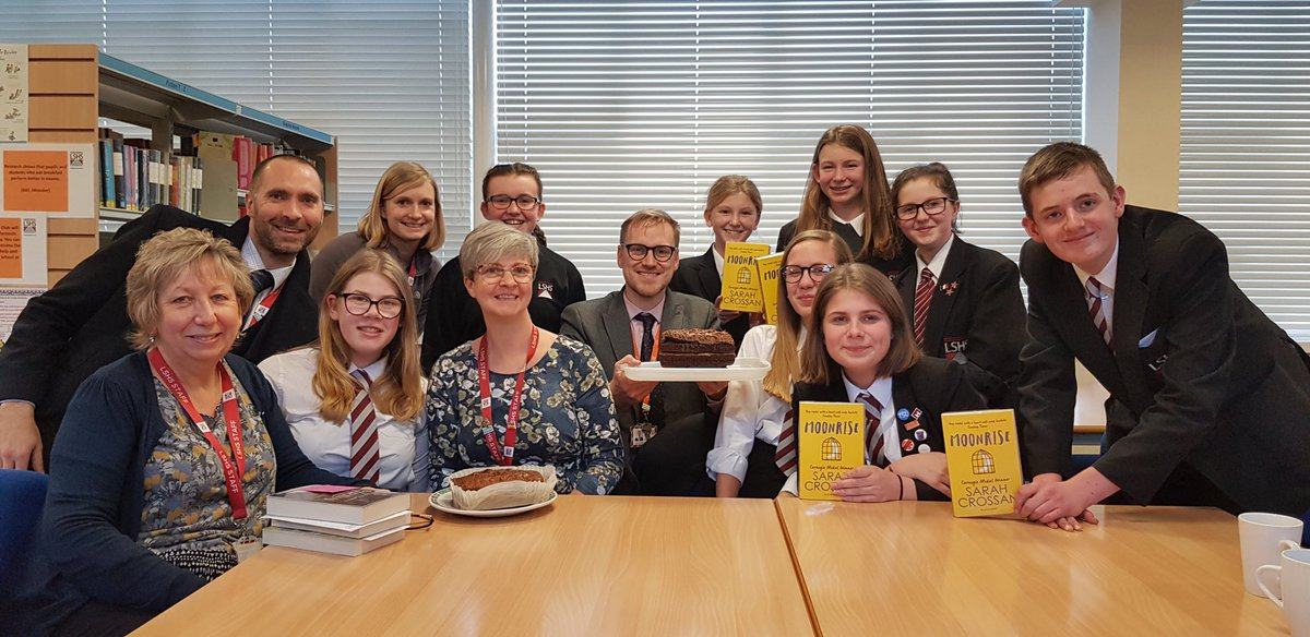 Bookclub discussed the brilliant Moonrise by @SarahCrossan yesterday. If you've never read it, we highly recommend it! We also recommend Mrs Gallant's cake. 👌