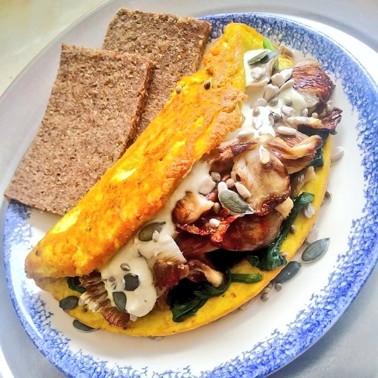 Check out this VEGAN omelette!  I made this tofu omelette using xtra-firm tofu. It&#39;s stuffed with cooked spinach, chargrilled oyster mushrooms, drizzled with a basic cashew cream cheese sauce and topped with hemp, sunflower &amp; pumpkin seeds. #vegan #plantbased #Veganuary #GoVegan<br>http://pic.twitter.com/tGxrkVvHiw