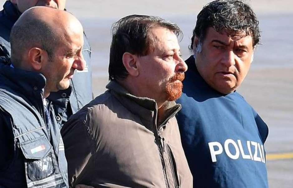 Cidade italiana sofre ameaça de bomba: 'libertem Battisti' https://t.co/P521hH7CRs #terranotícias