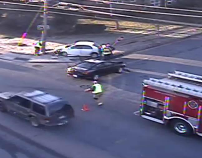Accident - Randolph Rd IB at Woodlark Ln #clttraffic #clt<br>http://pic.twitter.com/NXEusiiwV2