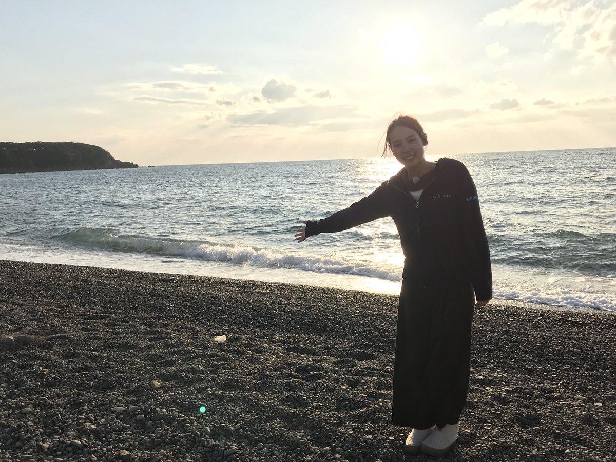 今年初のロケです\(^^)/♡ 綺麗な海😍透き通ってました🌊! さて、ここはどこでしょう🤗笑 三枚目の橋がヒントっ🐸!!笑  明日は寒イサキ🎣✨ 初めてやねんっっ(o^^o) 楽しみすぎる〜〜〜🐟💨