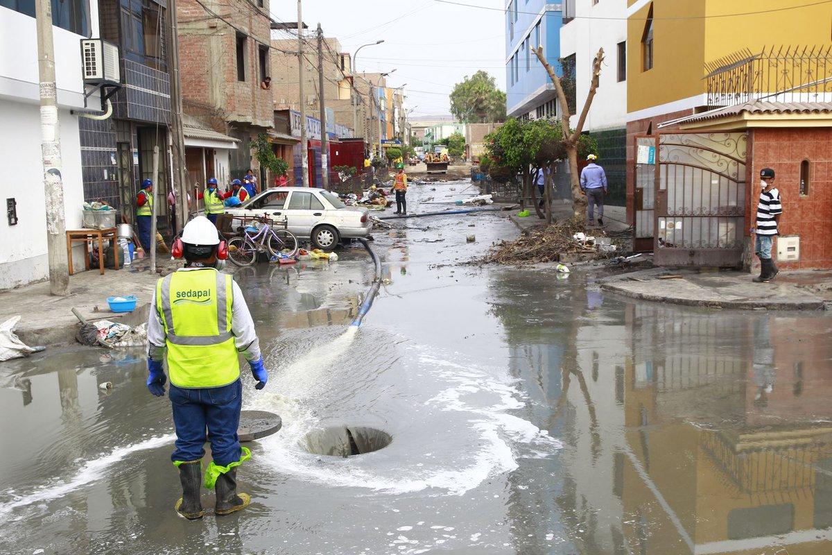 #Urgente Se reportan nuevos desbordes de aguas servidas en San Juan de Lurigancho https://t.co/Wx9xZctw4W