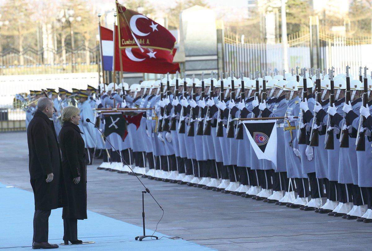 #Erdogan u Ankari primio hrvatsku predsjednicu #GrabarKitarović  #Hrvatska #Turska http://v.aa.com.tr/1366437