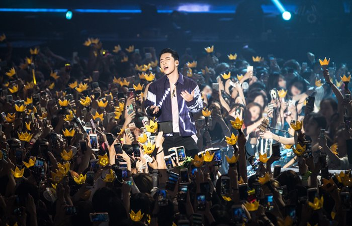 imagine having a superstar like this under your wing and FORGETTING he had a solo concert ..............then when VIPS voice concern and anger that same person deletes our totally valid comments #YGtreatseungriright #SeungriDeservesBetter  we demand a response<br>http://pic.twitter.com/fadq4MNQVf
