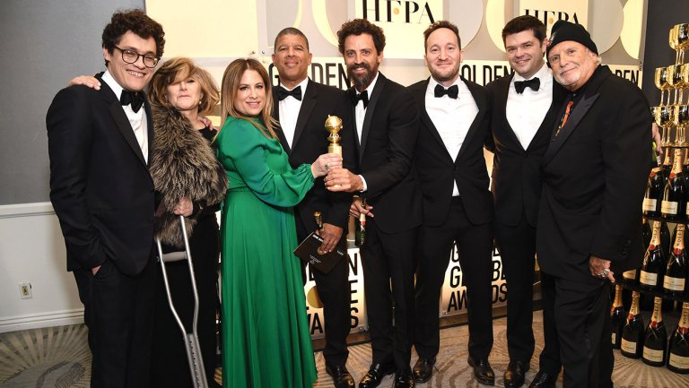Why Amy Pascal was using a crutch at the #GoldenGlobes https://t.co/Wo4ZjxMXNt