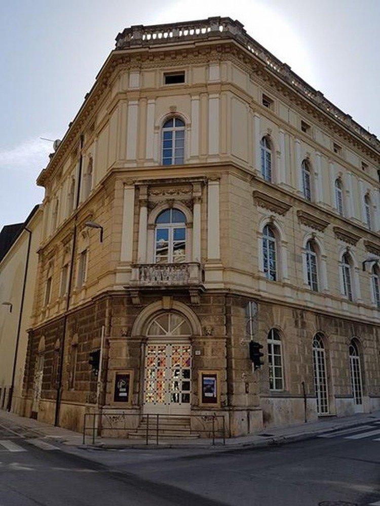 """#Pula : Kazališna predstava """"Kako je počeo rat na mom otoku"""" ... https://lokalnahrvatska.hr/hr/3UsgatGA #vijesti #hrvatska #croatian"""