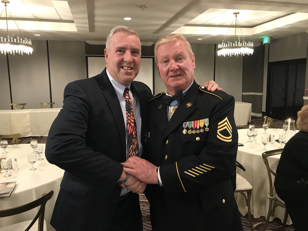 """Kevin Looney at last night's """"Honor Our Heroes"""" event in Baltimore, shares a moment with Sammy L. Davis(PFC,Ret.) recipient of the Congressional Medal of Honor #OneDeMatha #GoneButNeverForgotten #RememberTheirNames<br>http://pic.twitter.com/81LisU0wHj"""