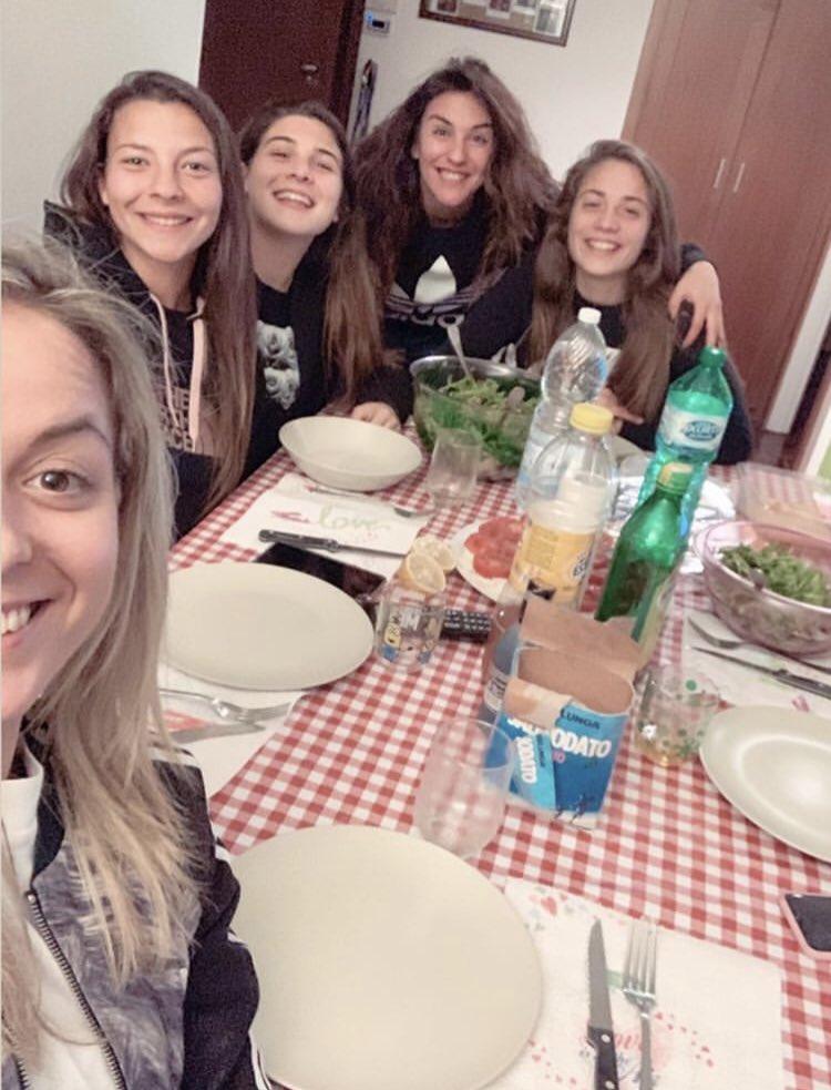 Cenetta in famiglia 🍽⚪️⚫️  #JuventusWomen