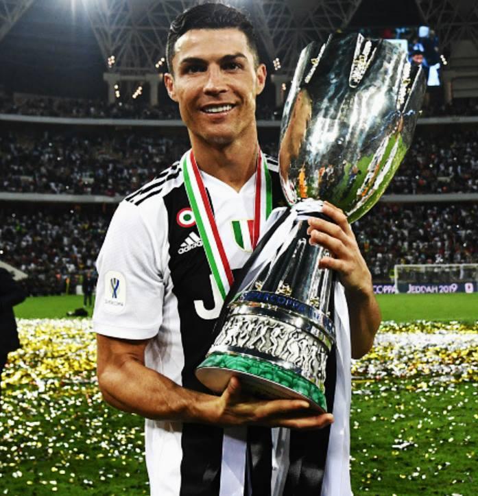 ✓ Disputó su primera final con la Juventus.  ✓ Marcó el gol decisivo.  ✓ Levantó su primer título en Italia.   UN DÍA MÁS EN LA OFICINA.