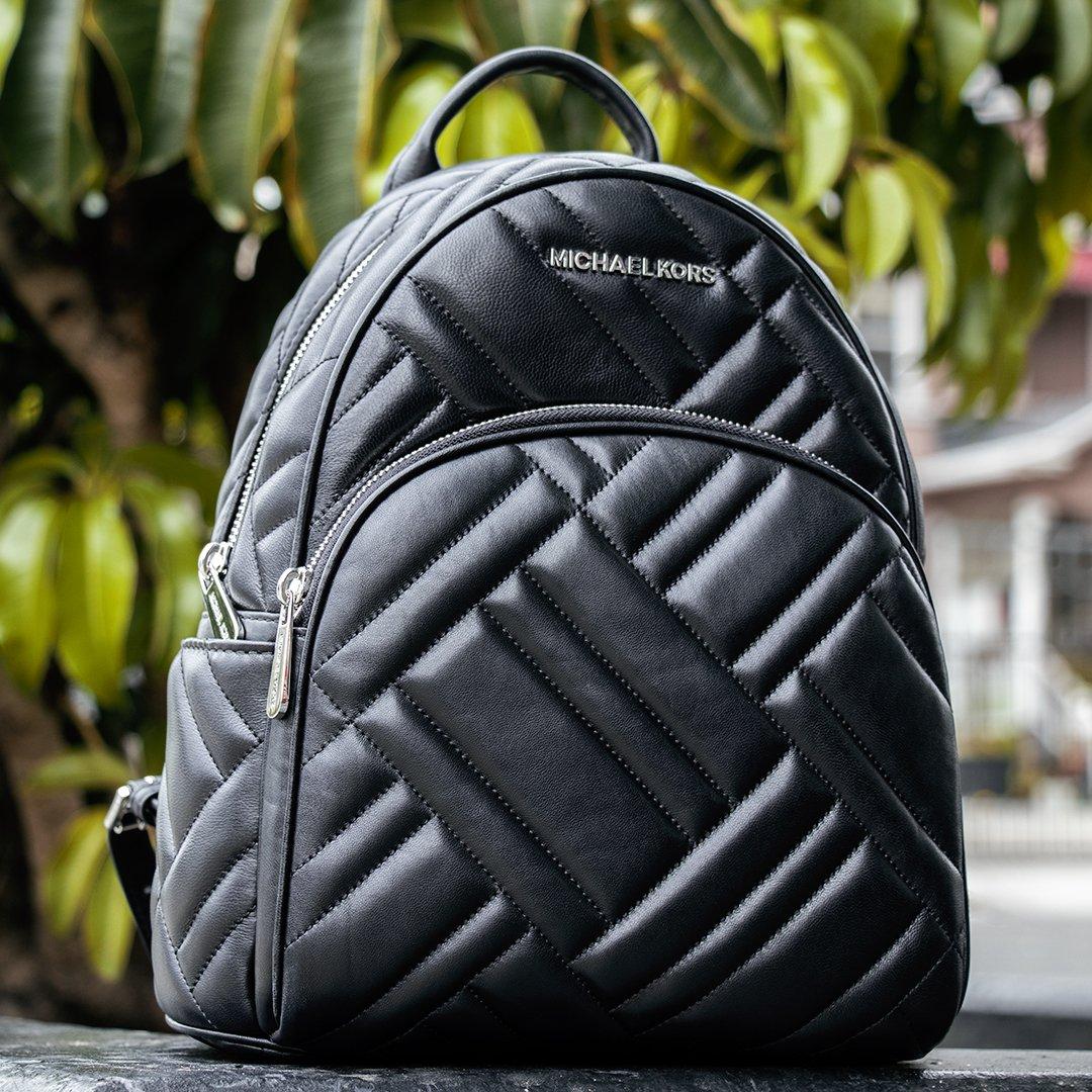 6b774512ddca2a #michaelkors #michaelkorsbag #michaelkorsbackpack #backpack #fashion  #fashionista #whatsinmybag #losangeles #sanbernardino #phoenix #tucson ...
