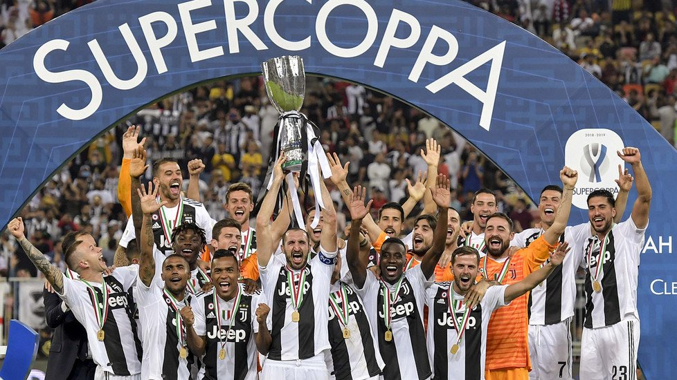 Chiellini alza la #Supercoppa: la festa della #Juventus.