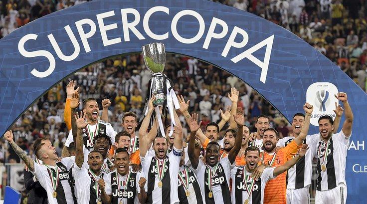 #TrionfoJuve: #Chiellini alza la #Supercoppa.