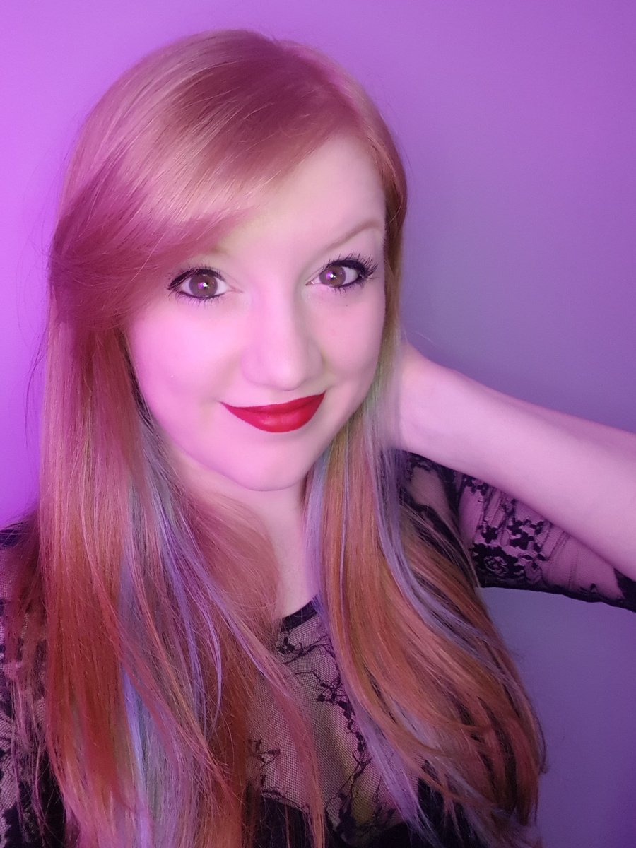 4 YEARS of streaming? how did that happen?? twitch.tv/tashnarr sidenote: red lipstick was made for me