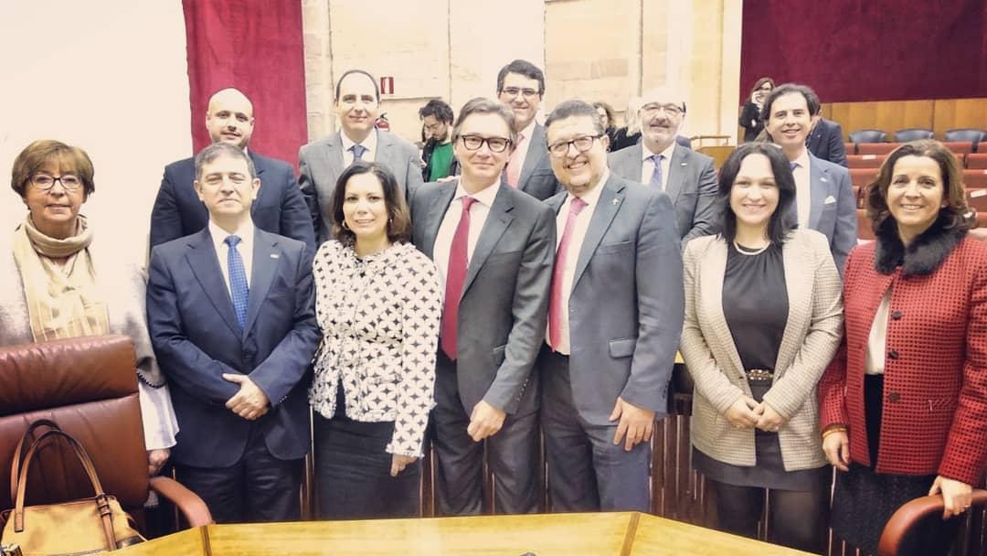 Un fuerte aplauso para los 12 diputados que cobran 4.300€/mes de la Autonomía por ir allí a decir que no creen en la Autonomía.