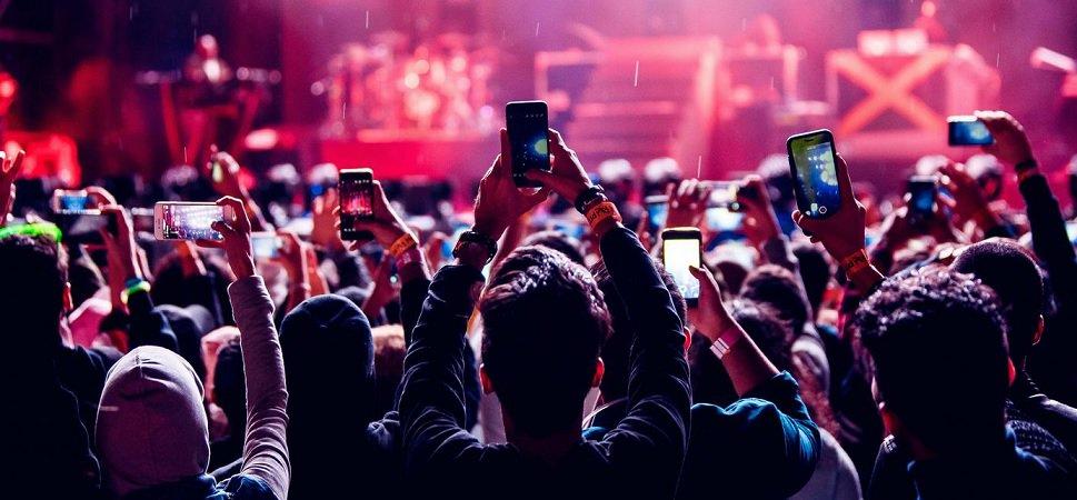 Una encuesta revela que el público argentino rechaza el uso de teléfonos durante recitales https://goo.gl/QA2X2d