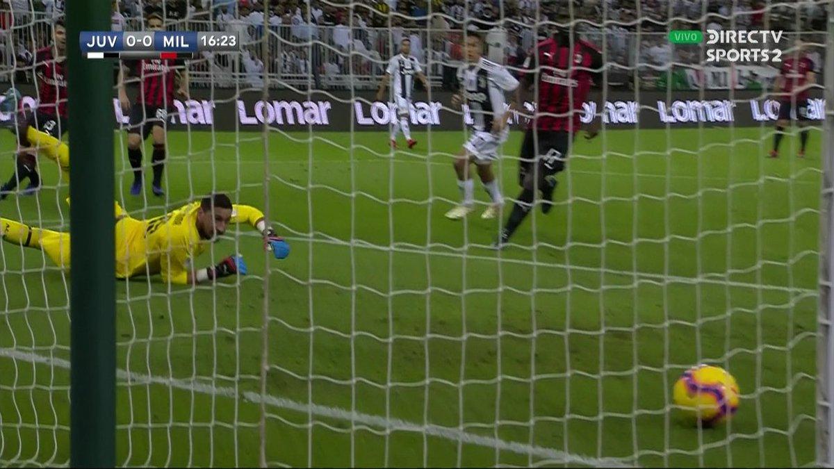 ⏱ 17' | #Juventus 0-0 #Milan   Derechazo tremendo de João Cancelo que se fue apenas desviado. ¡Cerca del primero la 'Vecchia Signora'! 😬  #SupercopaItaliana #FutbolEnDIRECTV 🏆🇮🇹