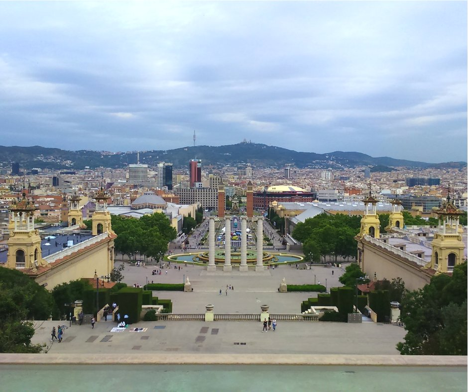 View over the beautiful #Barcelona from outside the #PalauNacional on #Montjuïc:  - Magic Fountain of Montjuïc. - Plaza de #España. - The #Monumental (shopping mall that used to be a bullfighting arena) - #Tibidado (amusement park).  Have you ever been to this part of Barcelona?