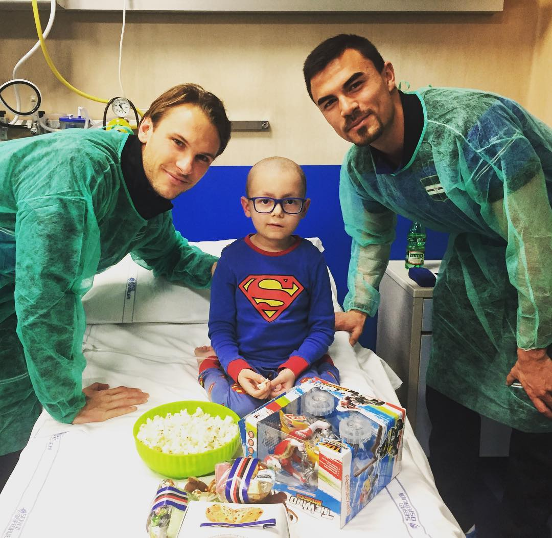 📷 Real superheroes don't wear capes or football boots. #Sampdoria are helping the kids of #Gaslini Children's Hospital as they play the most important game of all. ❤️  http://instagram.com/unionecalciosampdoria… …  #Sampdoria