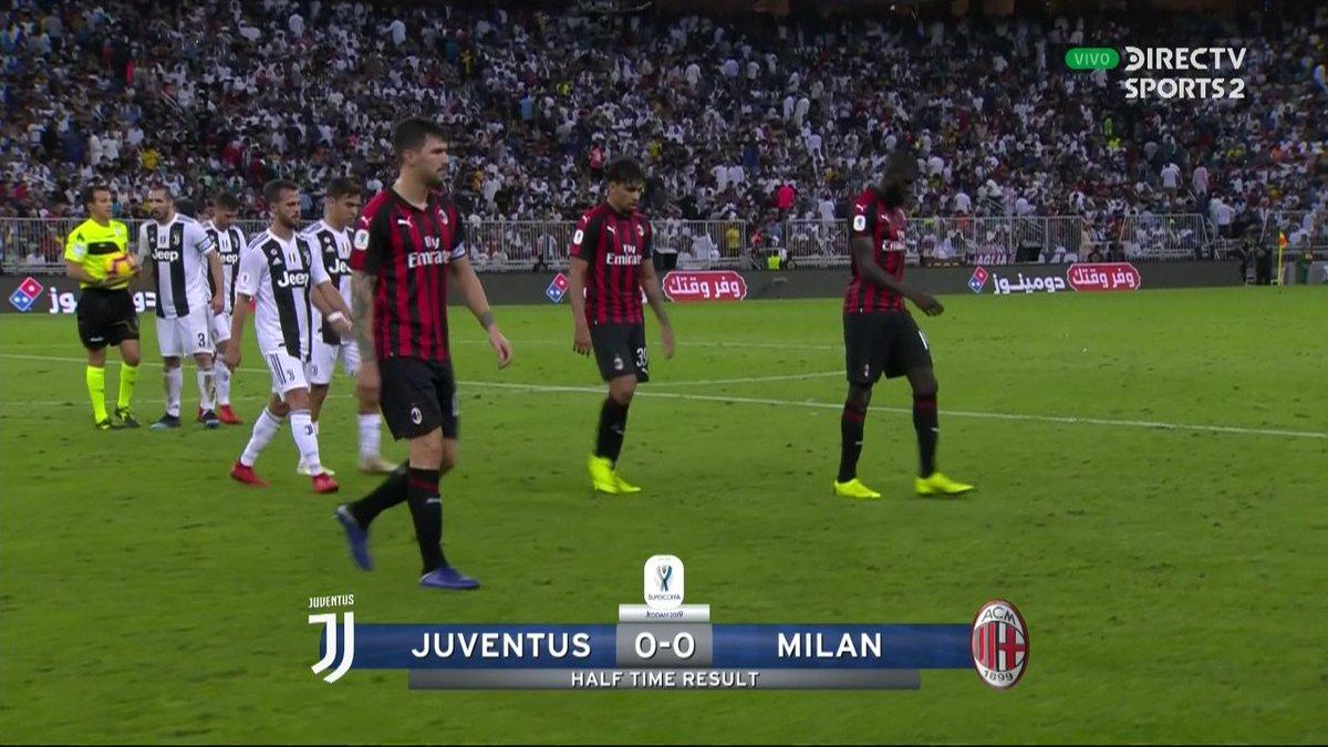 ¡Terminó el 1T! | ##SupercopaItaliana 🏆🇮🇹  #Juventus 0-0 #Milan  ¿Cuál es tu pronóstico para la segunda mitad? Los leemos con el hashtag #FutbolEnDIRECTV ⚽