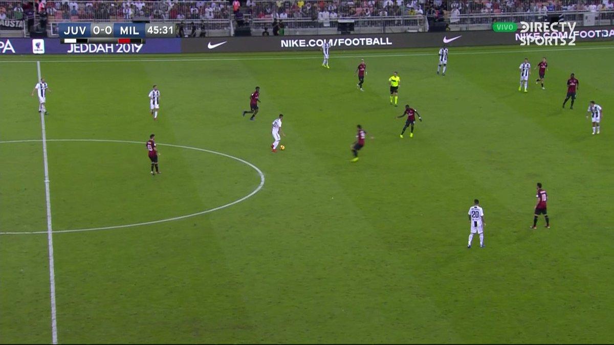 ¡Ya está en marcha el segundo tiempo! ⚽  Juventus 0-0 Milan. ¿Quién se llevará la #SupercopaItaliana? #FutbolEnDIRECTV 🏆🇮🇹
