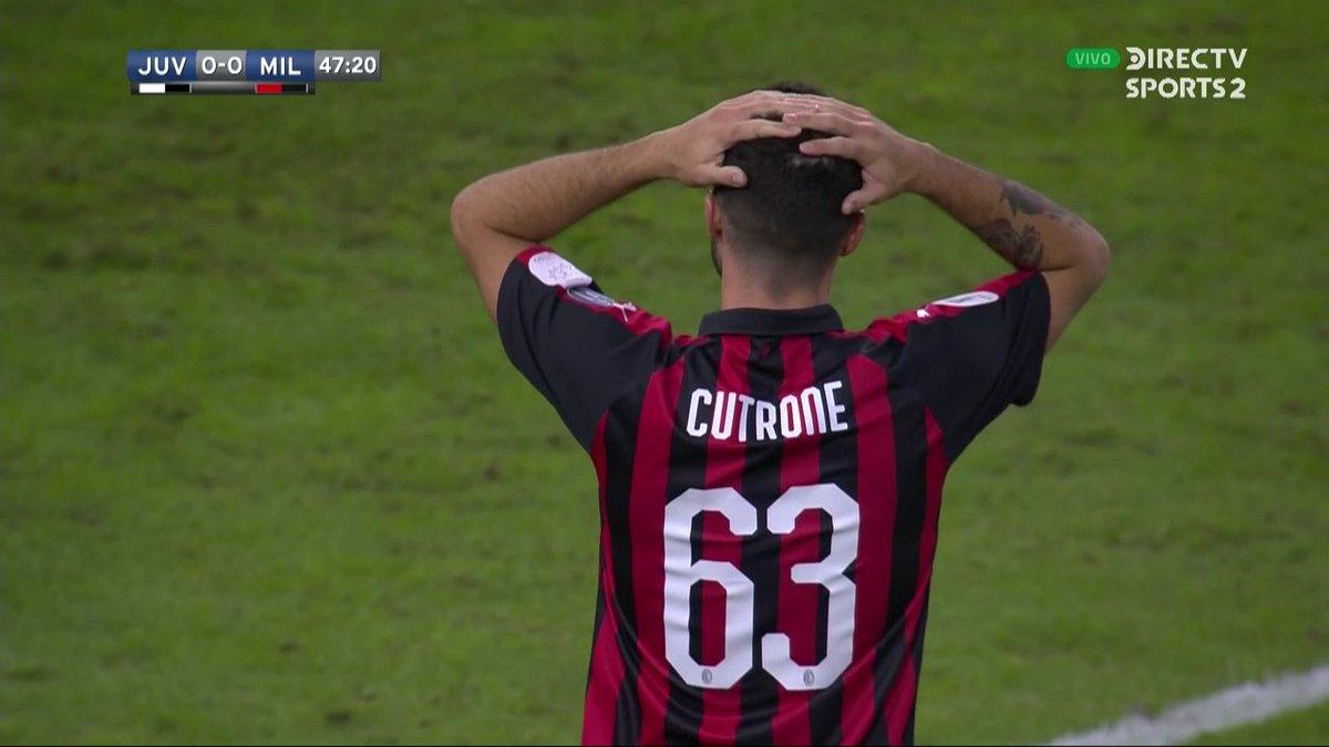 ¡Se salvó Juventus!  Potente zurdado de Cutrone que da en el travesaño y evita el primer gol del Milan. #SupercopaItaliana #FutbolEnDIRECTV 🏆🇮🇹