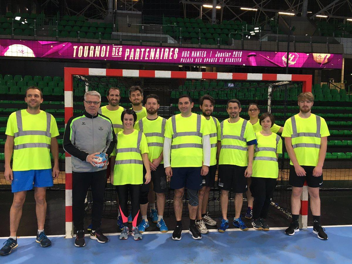 Et c'est le top départ du tournoi des partenaires @HBCNantes où notre coach est Thierry Anti, le coach de l'équipe du H 🏆😎