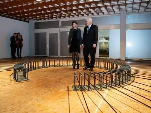 Bundespräsident #Steinmeier hat die Feierlichkeiten zu 100 Jahre #Bauhaus eröffnet.  https://t.co/uEUqhddgqS https://t.co/TdTXbKLmXR