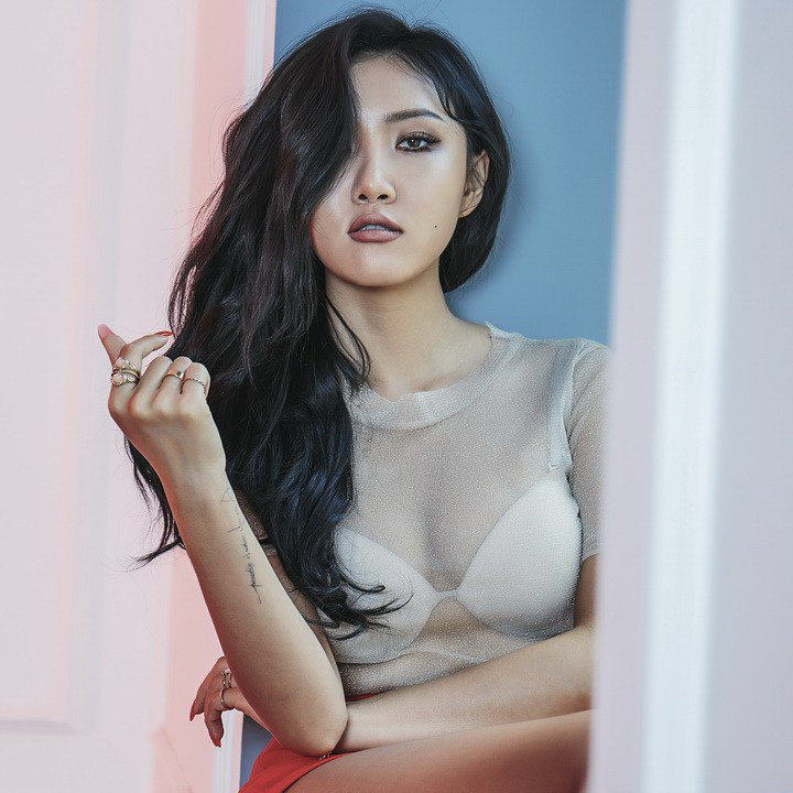 Hwasa is the definition of Sexy Powerful  Queen and a Confident Women in one @RBW_MAMAMOO @Hwasa <br>http://pic.twitter.com/igRAH6Ltrx