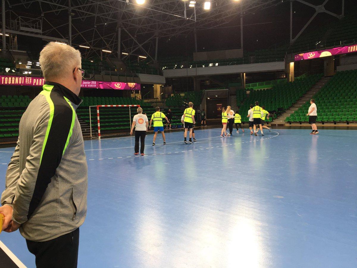 5-5 au premier match, c'est parti pour le deuxième ! Toujours avec notre super coach du @HBCNantes #handball #match #tournoi #partenaires #nantes #hbc