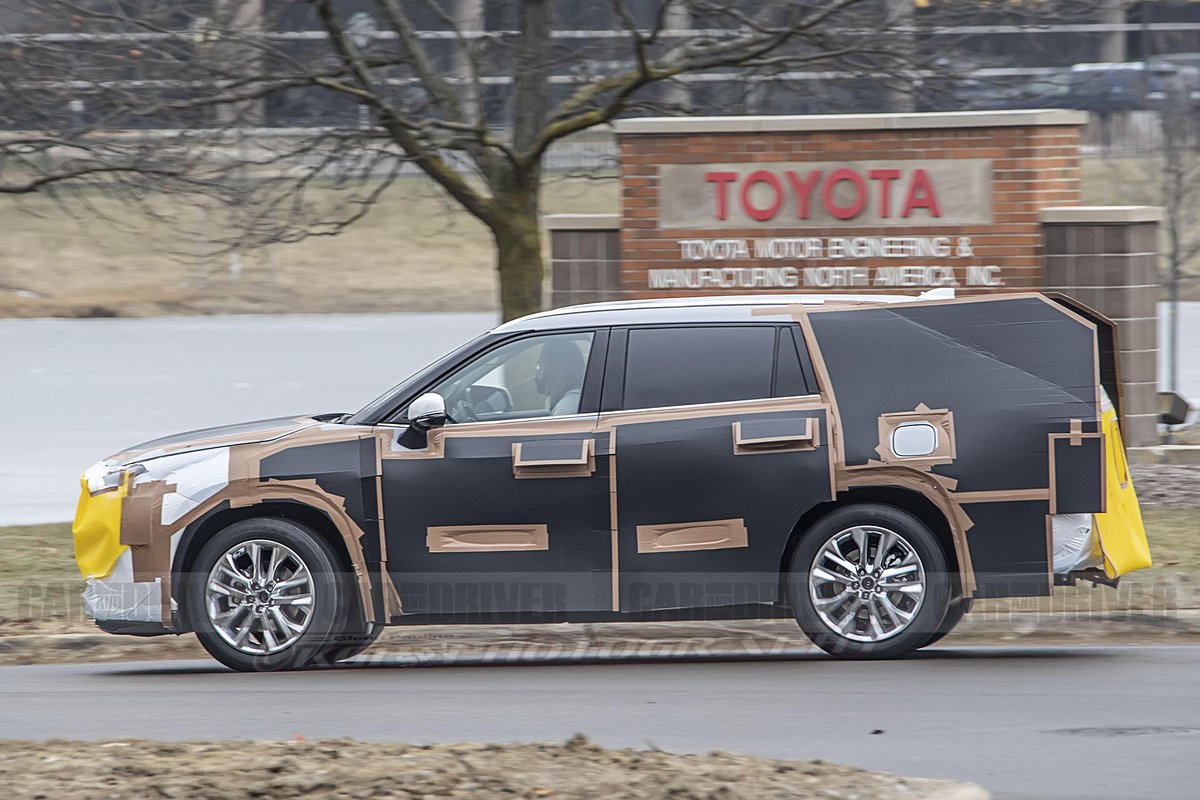 Car And Driver On Twitter The 2020 Toyota Highlander Looks Redesigned Beneath Some Weird Camouflage Https T Co Uogile3oed