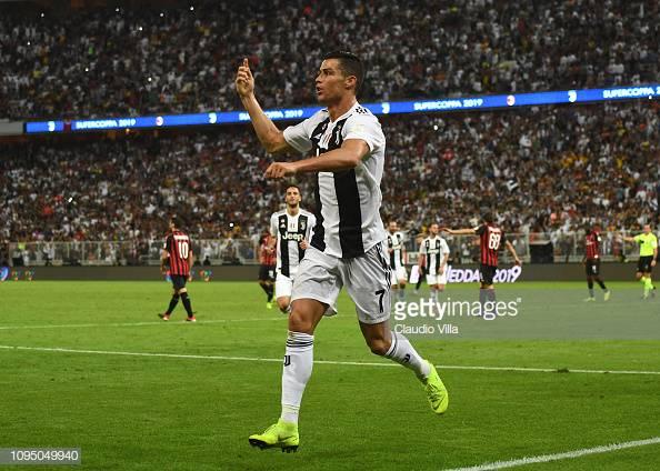 ⚪⚫ La @juventusfc supera il @acmilan a #Gedda e conquista la #SupercoppaItaliana, l'ottava della sua storia: un gol di @Cristiano nella ripresa firma l'1️⃣-0️⃣ finale 💪👏 ↪https://bit.ly/2MgEh4u