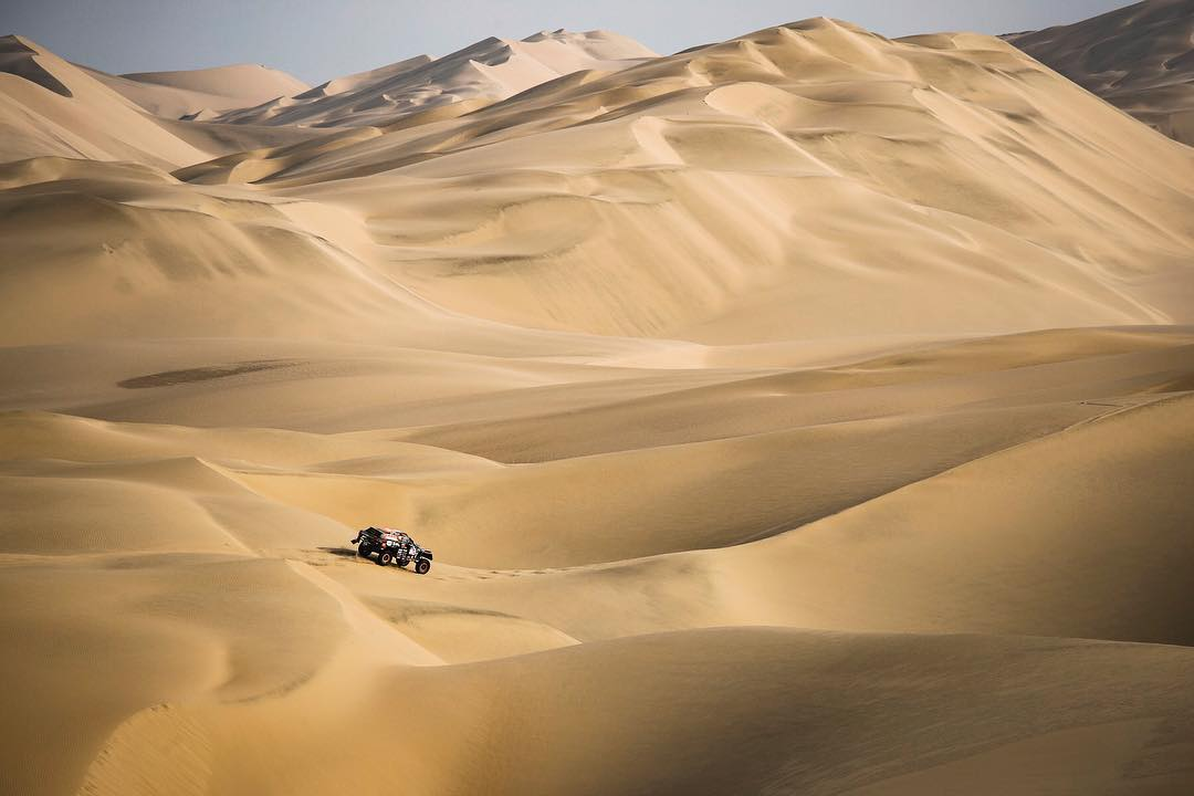 What an amazing picture of the #Beast347  in the Peruvian dunes!  #Dakar2019<br>http://pic.twitter.com/GdxS0TLPDr