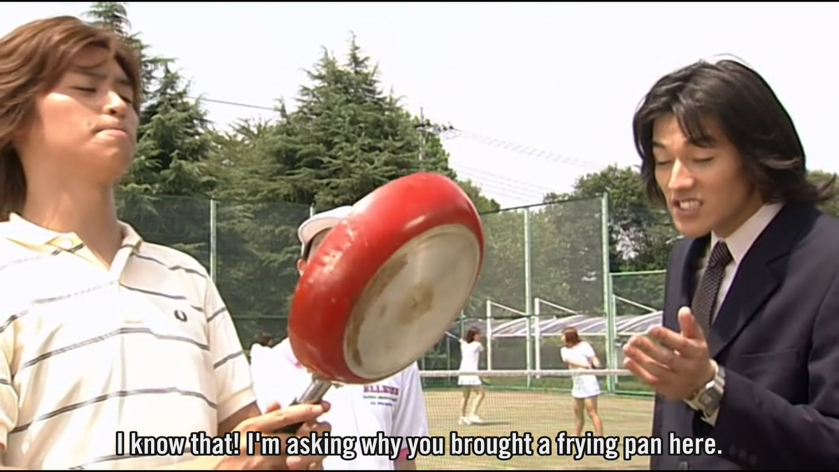 who comes to a tennis match with a frying pan #agito<br>http://pic.twitter.com/4YyMwHzh0A
