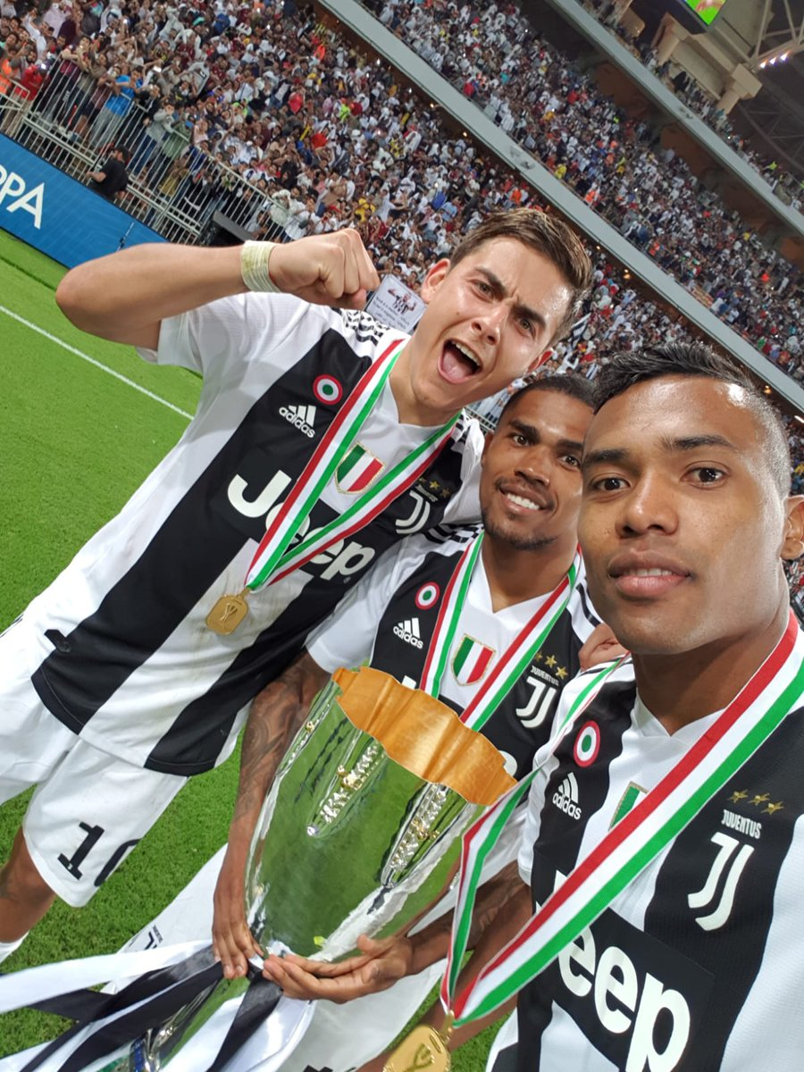 Selfie con la #Supercoppa! 🤳🏆 // Selfie with the #Supercoppa! 🤳🏆