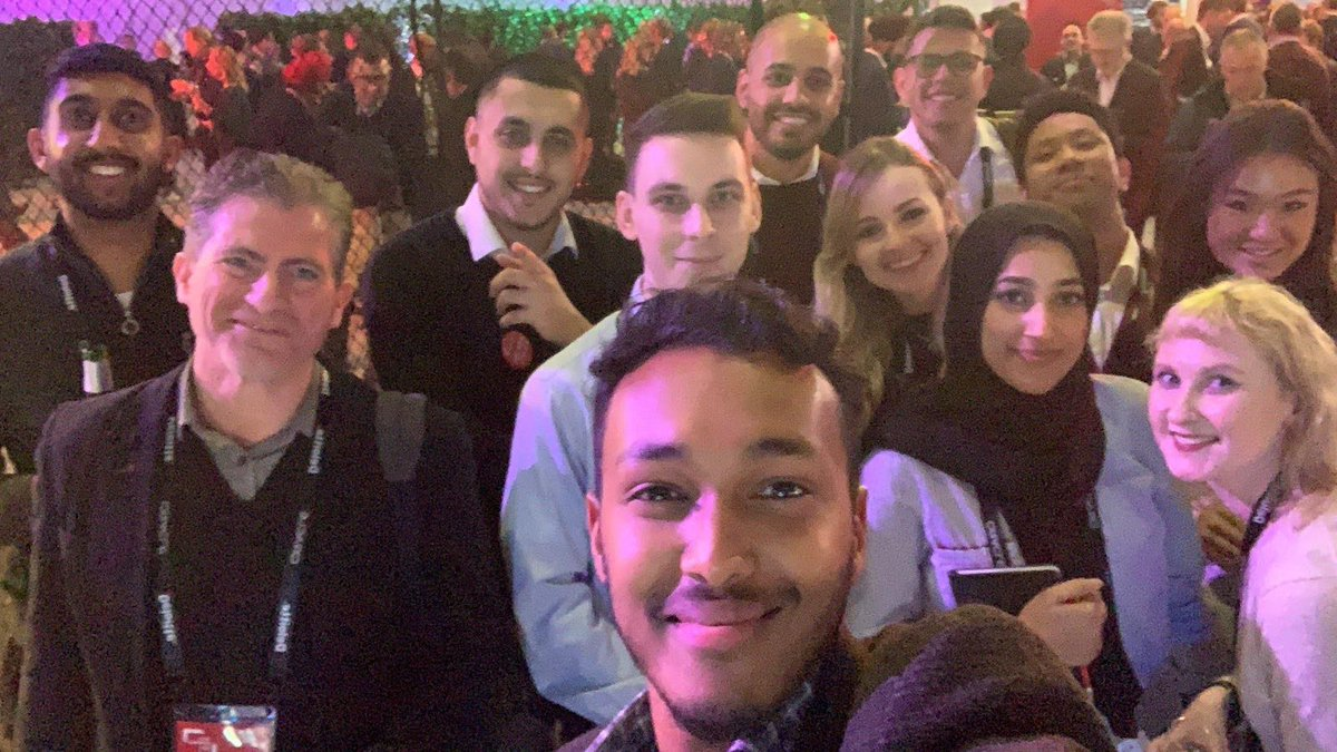 Nothing like a group selfie to end a great day. #OOWLON #OracleOpenWorld #OracleConsulting <br>http://pic.twitter.com/ZQbcSKHl3b