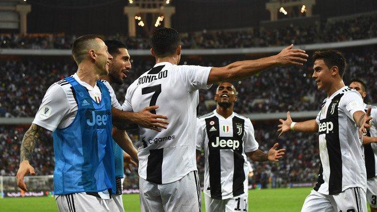 Ronaldo si prende il primo trofeo con la maglia della #Juventus.