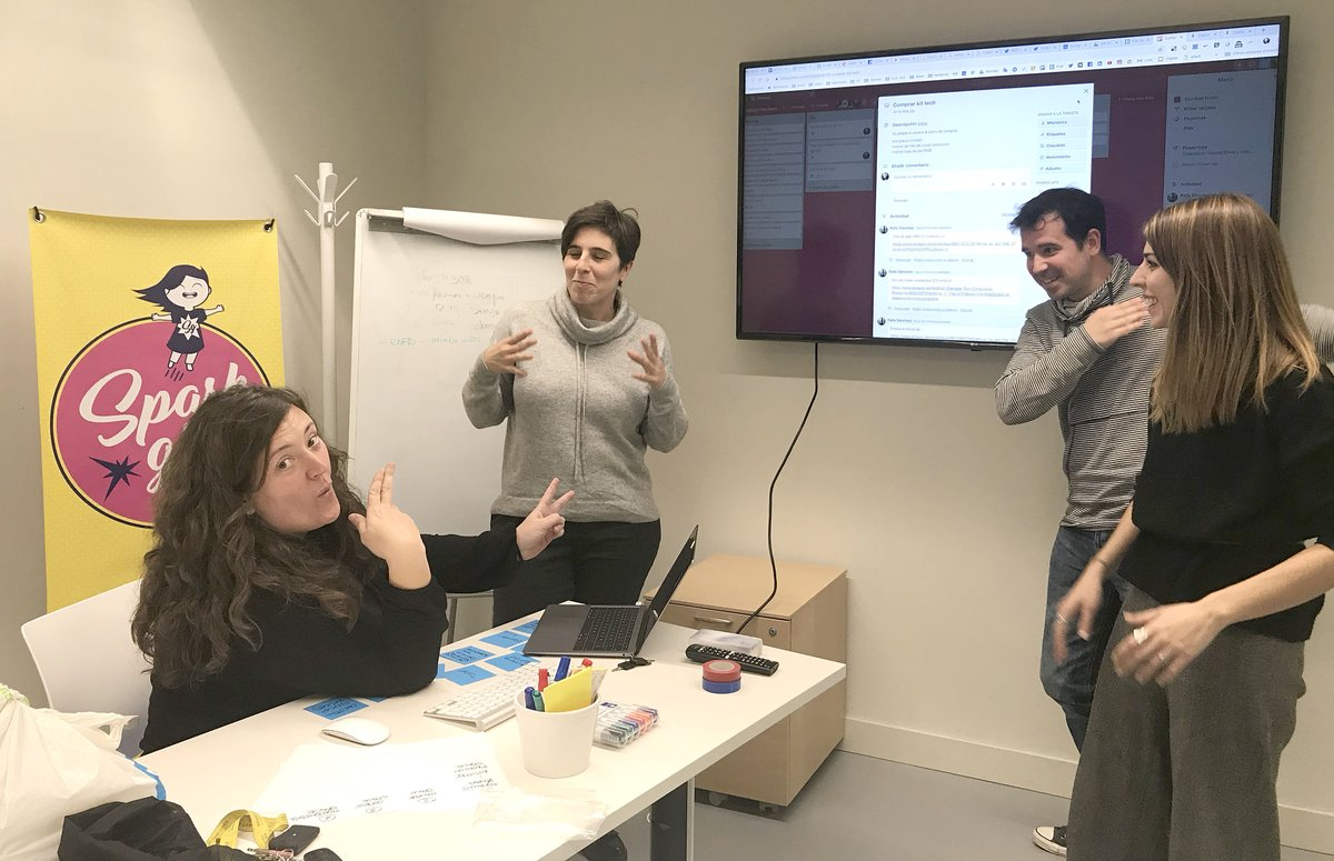 When designing an activity for #SparkGirls becomes a party and we die laughing! 🤣 Warming up the engines for #Yomo2019! 🤘🏽 👉http://www.sparkgirls.cat 👉http://www.mondaybarcelona.com 👉http://www.niueduca.com #gendergap #digitaldivide #girlsintech #girlseducation #girlspower
