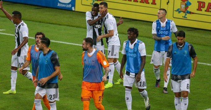 Cristiano Ronaldo le da la Supercopa a laJuventus Foto