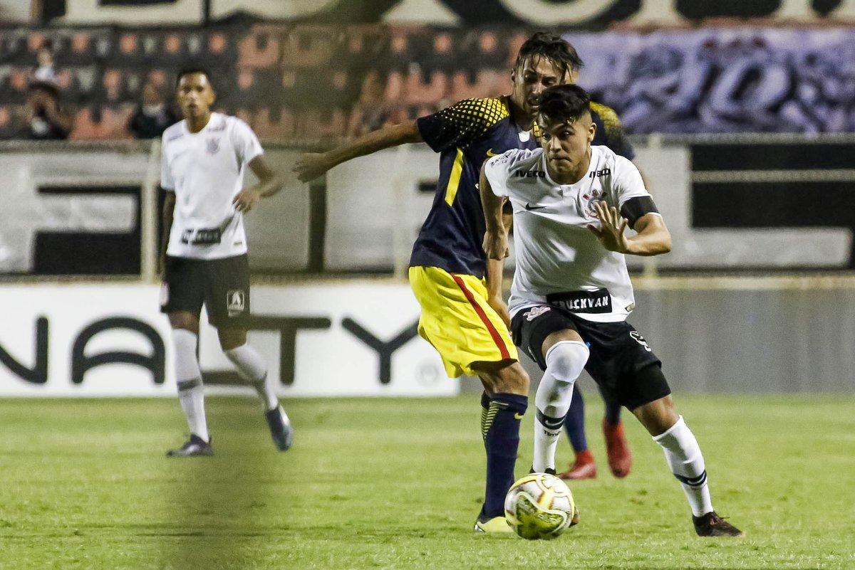 > Cl@EstadaoEsporteassificado! Corinthians goleia Visão Celeste e está nas quartas da Copinha https://t.co/NzykgZ3iOJ