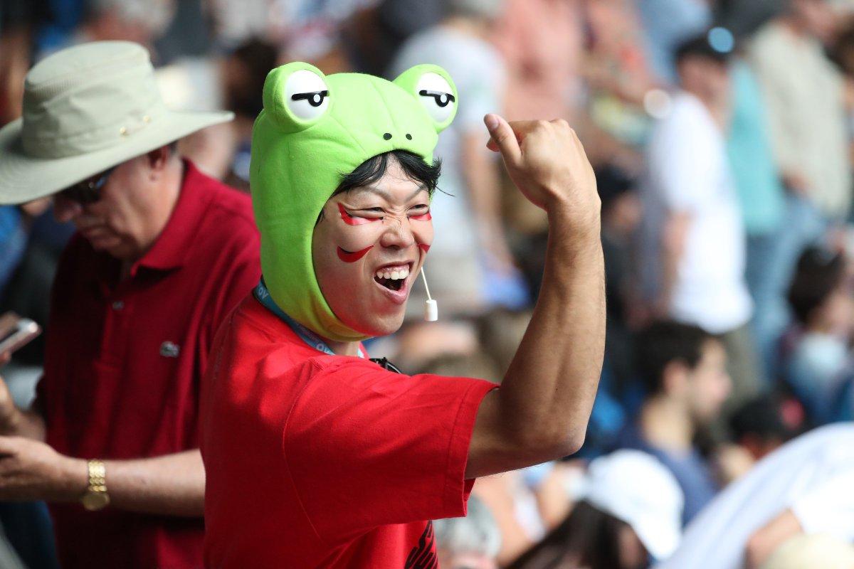 The crowd loves it!  @keinishikori up two sets on Karlovic.   #AusOpen