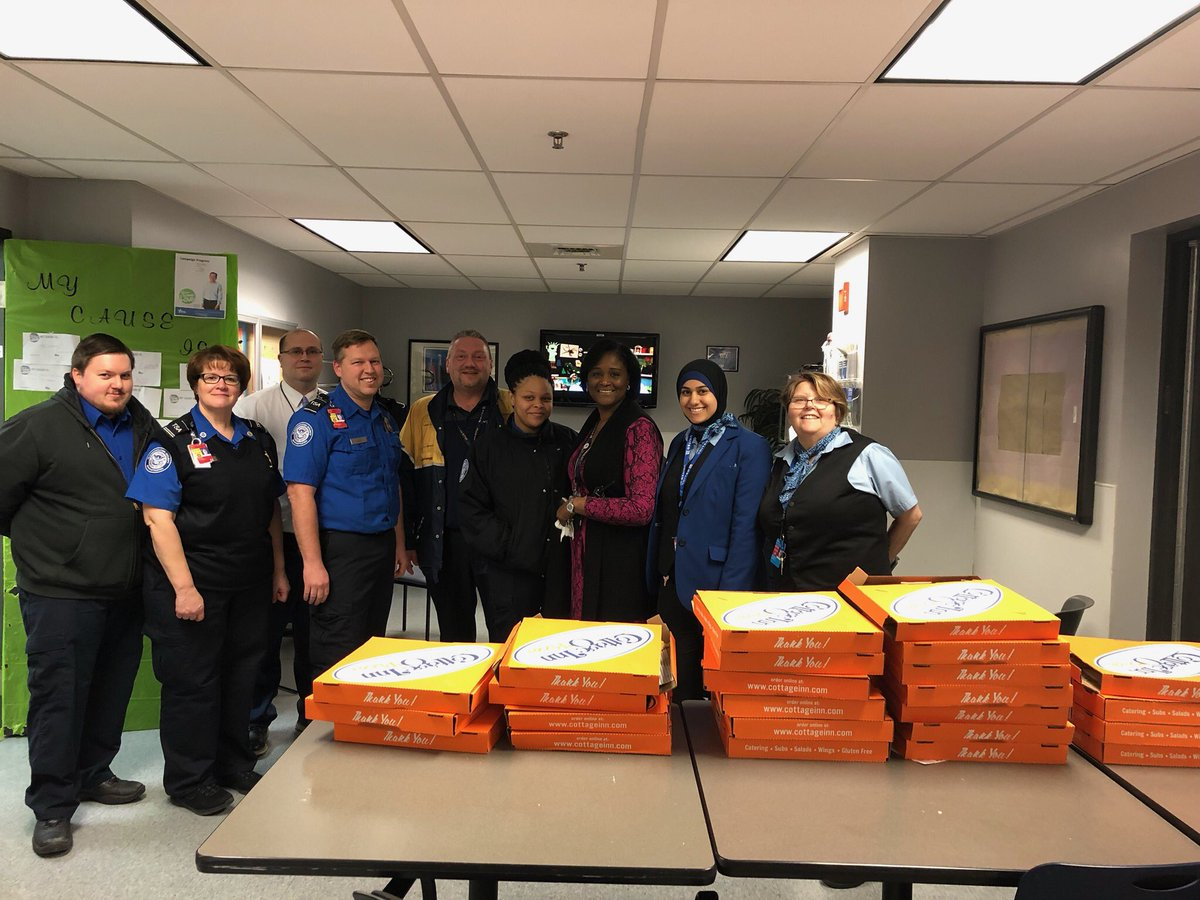 DTW TSA taking care of business during tough times! United Airlines team showing gratitude ❤️ 🍕Thank YOU ⁦@weareunited⁩ #BeingUnited ⁦@DTWeetin⁩