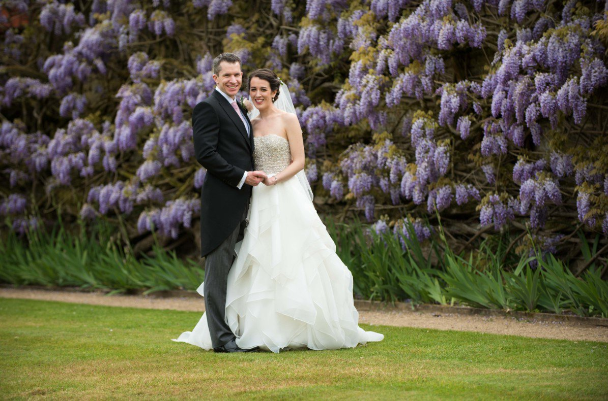 RT @GuidesForBrides We're obsessed with this flower-filled wedding at @loseleypark shot by Laurence & Ella Photography! https://t.co/YwR1cF6KHV #weddinghour #weddingwednesday