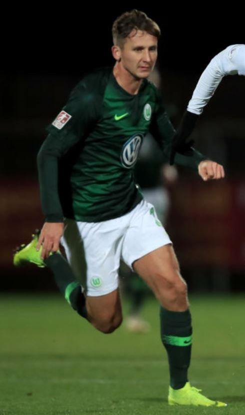 Le milieu défensif Paul #Seguin , ancien international espoir mais qui n'arrive pas à percer avec #Wolfsburg (0 minute de jeu cette saison) va faire l'objet d'un prêt avec option à #Fürth (2.Liga)