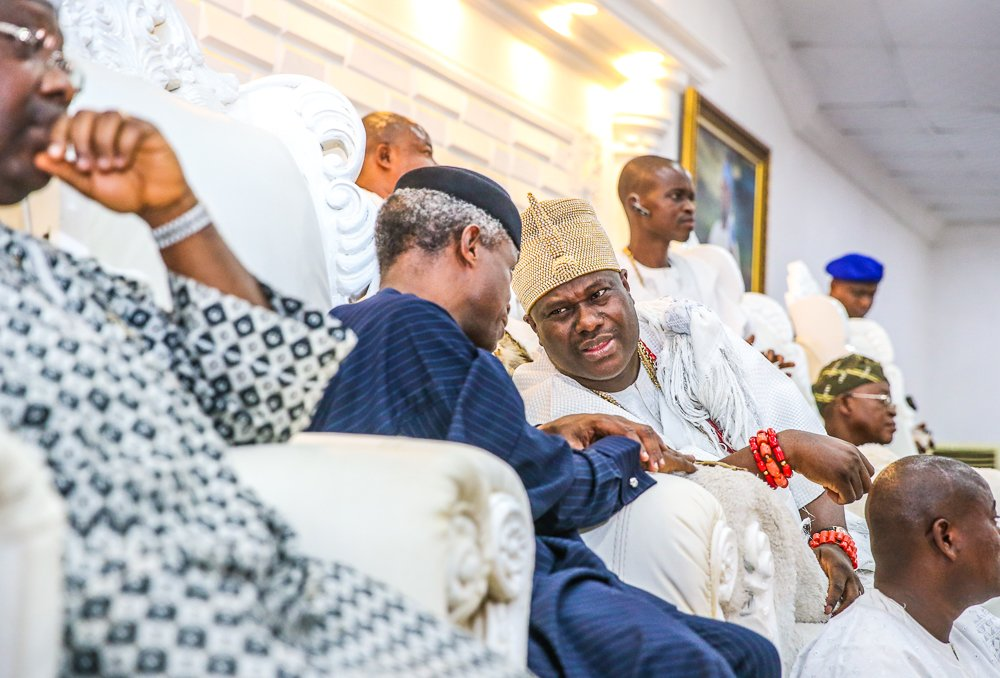 PHOTOS:  Today, VP @ProfOsinbajo continued Family Chats in Ife, Osun State, accompanied by Gov. Gboyega Oyetola.  VP paid a courtesy visit to Ooni of Ife, Oba Adeyeye Ogunwusi; visited some families; & stopped by at Oja Tuntun where he engaged with youths, market women & traders.