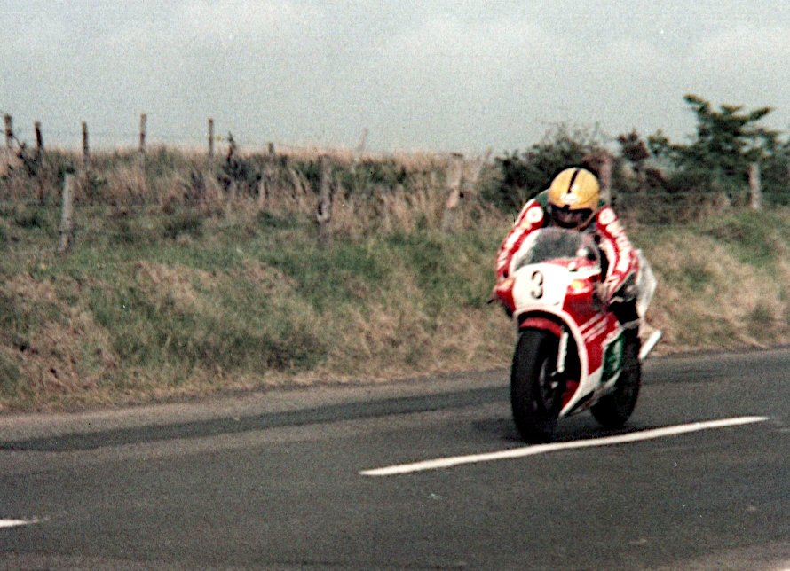 Joey Dunlop at Dundrod on the 250 Honda 1984 <br>http://pic.twitter.com/X4lQYfflYY