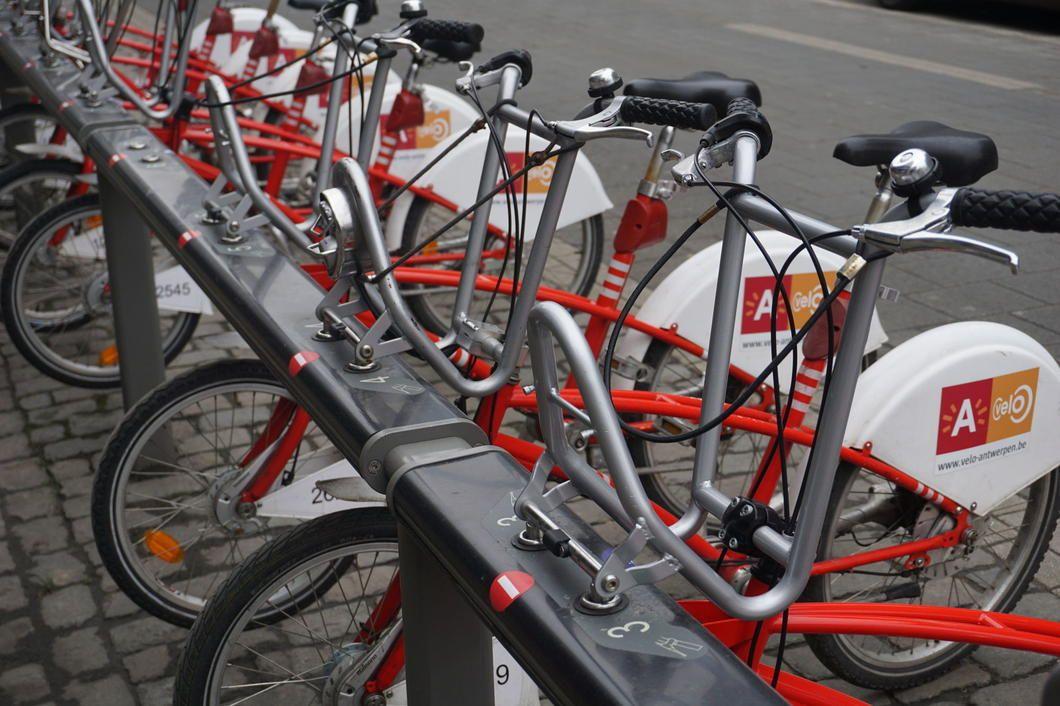400 extra Velo-fietsen met ketting. #atvnieuws #velo #Antwerpen #mobiliteit #velookes  https://t.co/kBdoCdTdGI https://t.co/aSIAm2Unzq