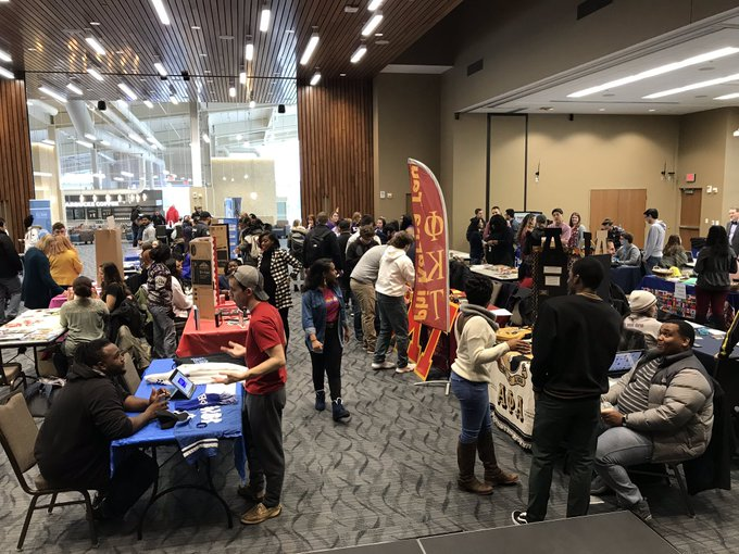 #UISedu Students: Come learn about 46 student organizations in the @UISUnion Ballroom until 5:30 p.m. Come get involved on campus! https://t.co/wD4ks1NYYt