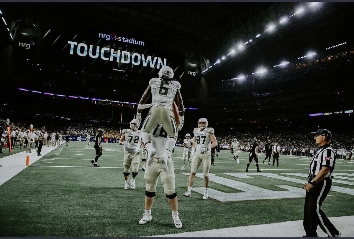Blessed To Receive My First Offer From Baylor University #Sickem  <br>http://pic.twitter.com/7samWnvgVZ